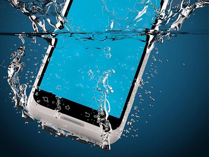 Como salvar seu celular molhado?