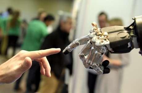 Robôs que interagem com o mundo da mesma forma que os humanos